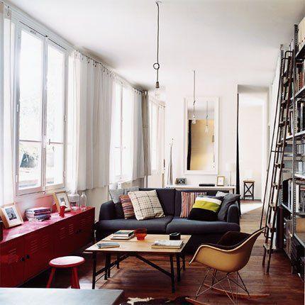 salon d\\'un loft avec des meubles bas pour ne pas obstruer la vue et vréer une impression d\\'espace
