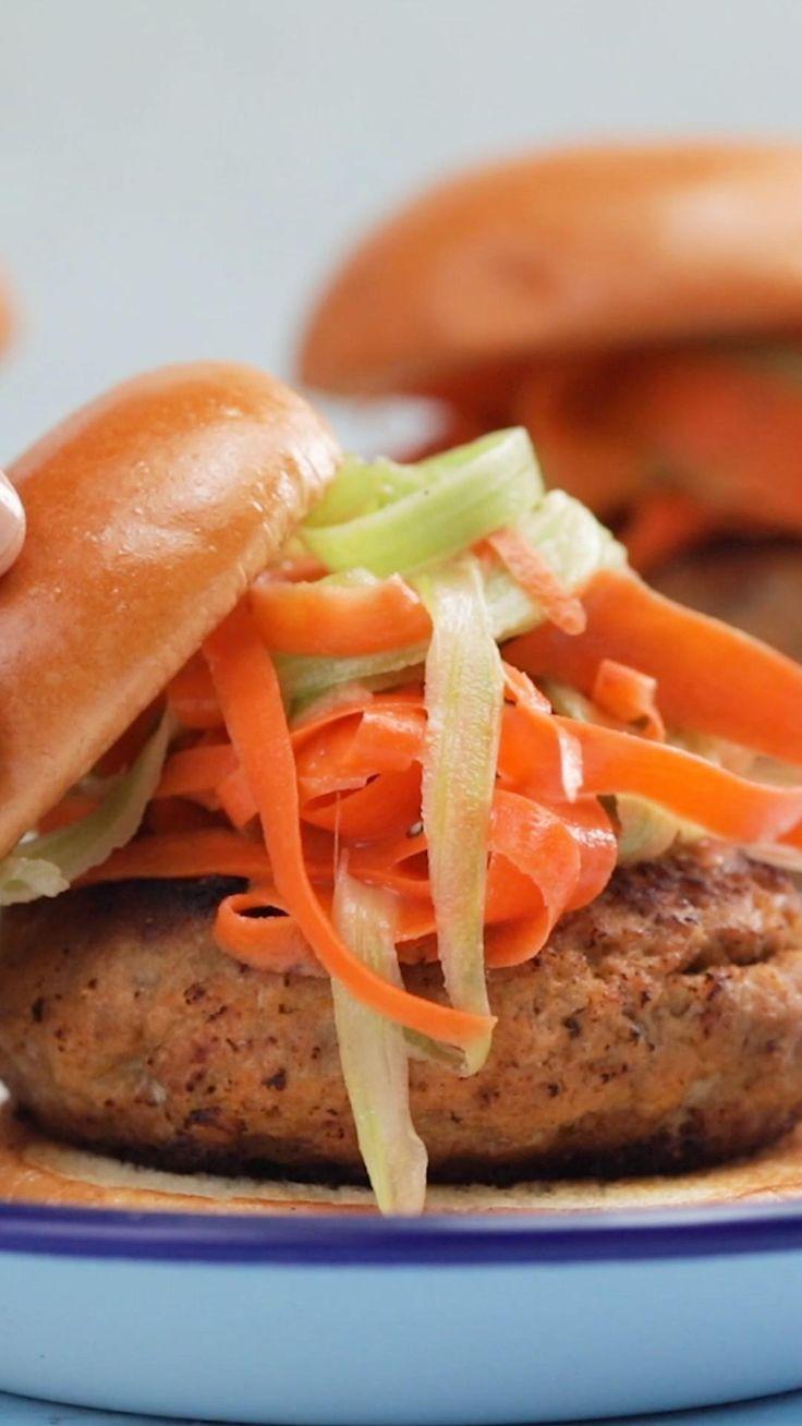Buffalo Turkey Burgers, Comida Diy, Good Food, Yummy Food, Taste Made, Delicious Burgers, Cooking Recipes, Healthy Recipes, Burger Recipes