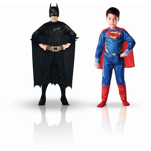 Bi-pack Superman classique + Batman classique taille L (7/8 ans)<br><br>Le déguisement reste le cadeau idéal pour tous les petits garçons qui rêvent de vivre dans la peau de leurs héros préféré que ce soit le héros d'un film ou le héros d'une série animée.