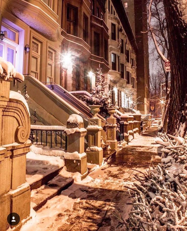 Snowy Brownstones Upper West Side by Kelly Kopp @kellyrkopp | newyork newyorkcity newyorkcityfeelings nyc brooklyn queens the bronx staten island manhattan