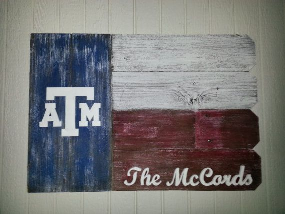 Texas A&M Outdoor Wooden Sign would be a great gift to your Aggie couple on their wedding day!  Follow thehowdyweddingguide on Instagran for more Aggie wedding shares!