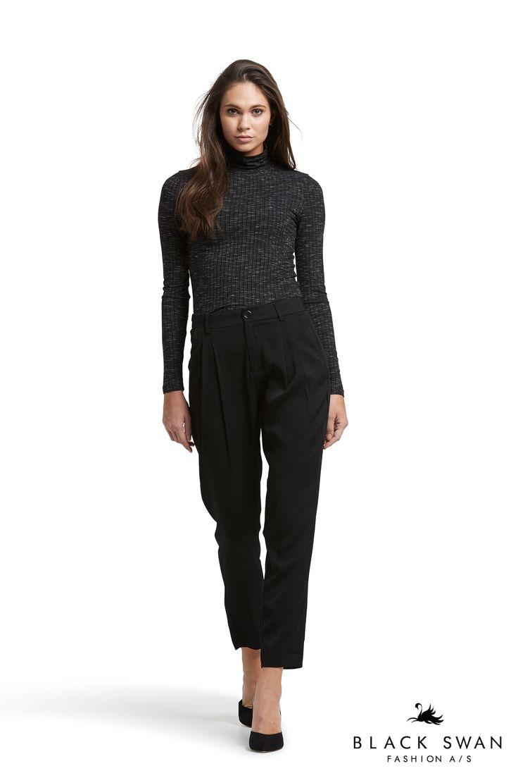 Lovely dark grey melange long sleeve top and dressy black pants. Black Swan Fashion SS17