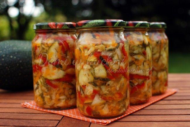 Kolorowa sałatka z cukinii na zimę | Domi w kuchni