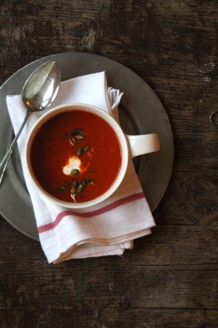 Krydret grillet paprika suppe - Mat på bordet