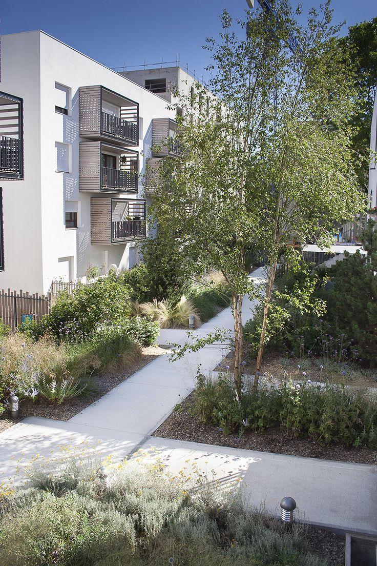 Vue à partir d'un des accés principauxue sur le jardin central