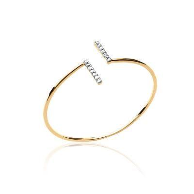 Révélant un design minimaliste et élégant, ce bracelet présenté par votre bijouterie Caradort est en plaqué or et oxydes de zirconium.
