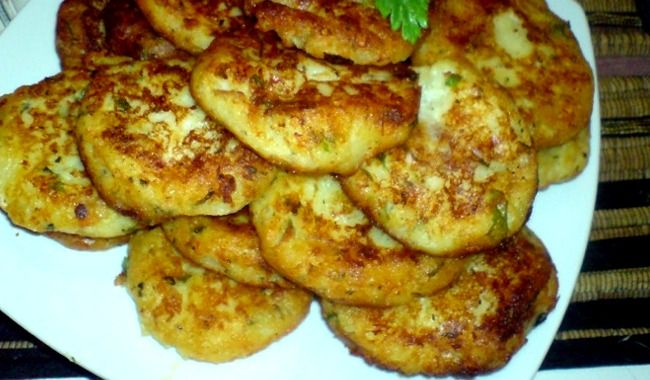 Οι συνταγές με τοπικά προϊόντα αρέσουν στους περισσότερους, πόσο δε όταν είναι εύκολες και γρήγορες. Τους πατατοκεφτέδες τους φτιάχνουν συχνά στο Κουρουνοχ