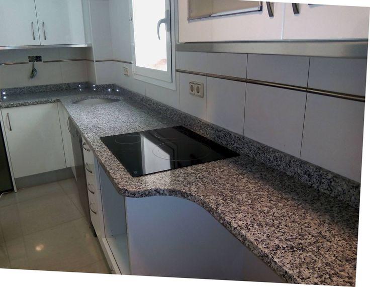 Encimera de granito blanco cristal colocada por exmarlo for Encimera blanco cristal