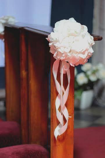 Dekoracje kościoła - klęcznik http://www.chabryimaki.com/realizacje/dekoracje-kosciola/