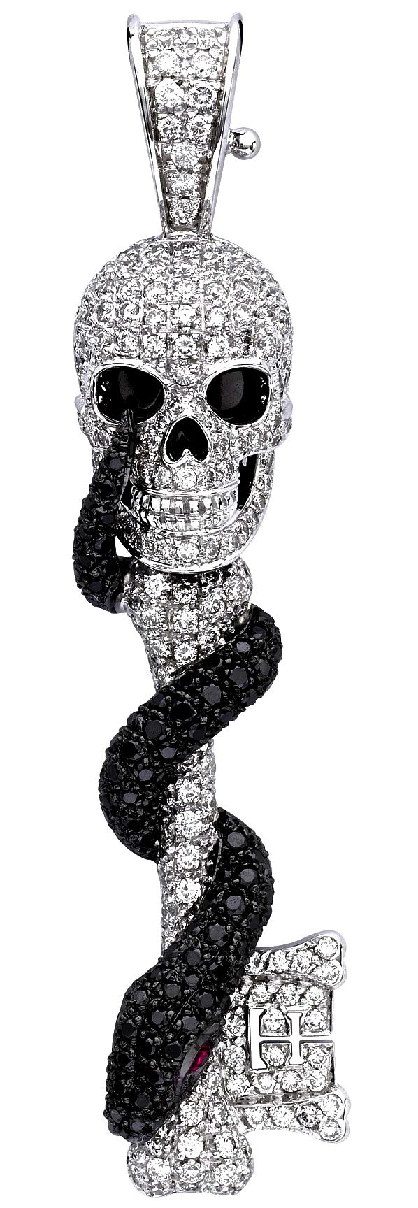 I've always been into skeketon keys but this Black & White Diamond Skull Pendant takes the cake! Even the snakes eyes are rubies♡ I NEED THIS IN MY LIFE!!!!