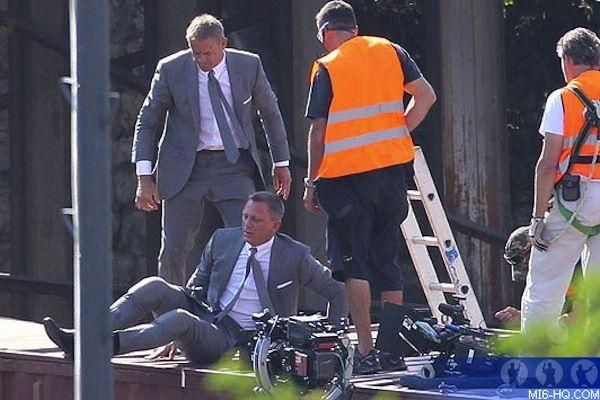 Fotos de 32 actores famosos y sus dobles   Daniel Craig & su doble, Skyfall (2012)