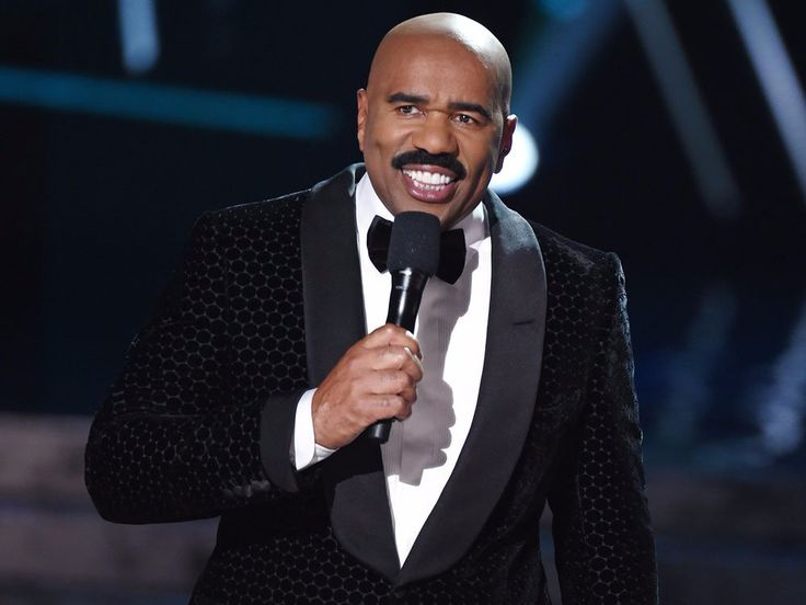 Steve Harvey who accidentally announced the wrong Miss Universe winner offers condolences to Warren Beatty