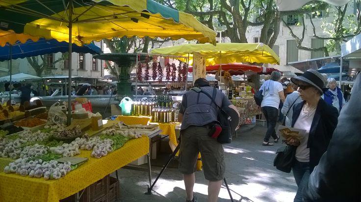 Le marché d'Uzès en tournage pour Travel Scope et Joseph Rosendo's