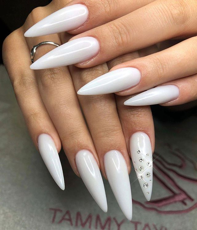 White Acrylic Nails White Acrylic Nails Trendy Nails Almond Acrylic Nails