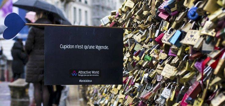 En France, à l'occasion de la Saint-Valentin, le site de rencontres Attractive World a mis en place une opération de street marketing dans les rues de Paris.