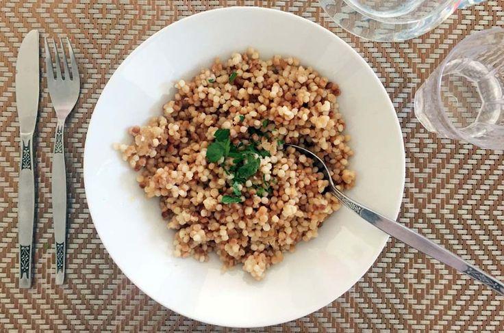 """Мелкие макаронные изделия (птитим) были изобретены в Израиле в 1950-х, в годы международного бойкота, когда прекратились поставки риса. Их даже называли """"рис Бен-Гуриона"""""""