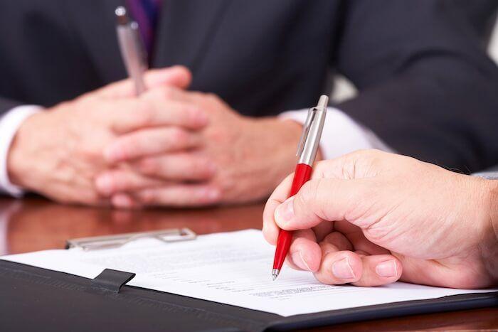 I contratti di assunzione: gli aspetti da controllare al momento della firma  Una check-list per i futuri lavoratori prima dell'avvio del contratto di assunzione: durata, orario, periodo di prova, mansione, livello tra i dati obbligatori
