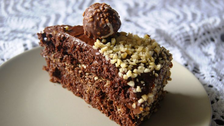 Poszukując inspiracji na tort urodzinowy dla męża przeglądałam portal zmiksowani.pl . Chciałam upiec tort orzechowy, ale dokładnie nie ...