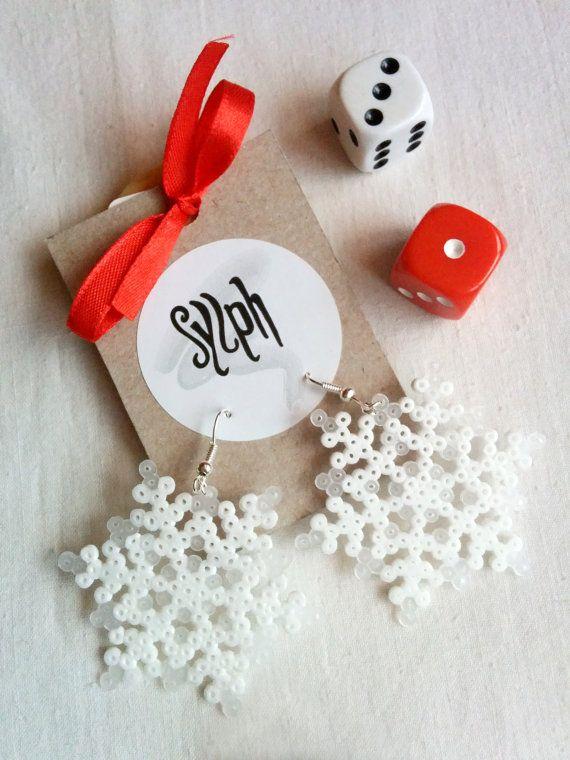 Frosty looking 8bit Snowflowers earrings in snowflake shape