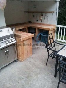 Kitchen made with wooden pallet planks