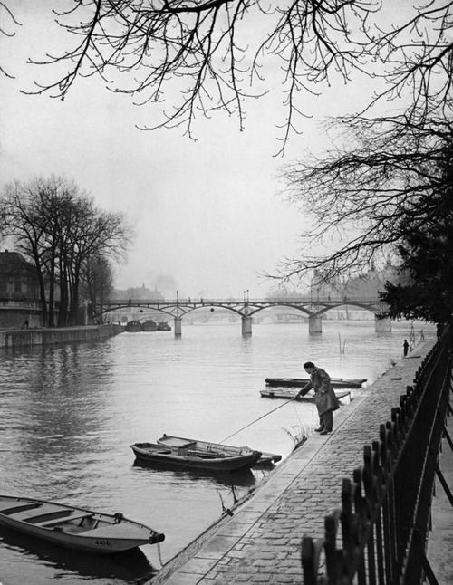 The banks of the Seine  Paris 1946  Photo: Ed Clark