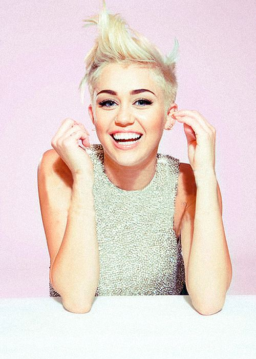 "Miley Cyrus.... Everytime I see a pic of her I start singing ""and iiiiiiieeeeeyeeeeeee will alwayssss loooveee youuuuuu"""