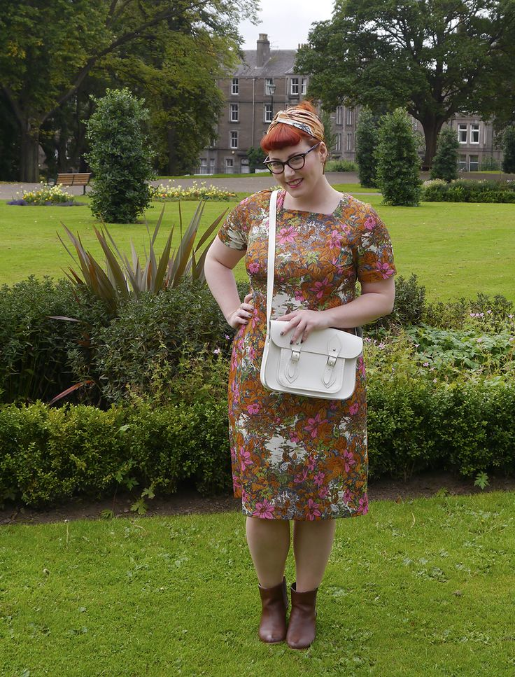 Tips for shopping vintage featuring the Weigh and Pay Dundee