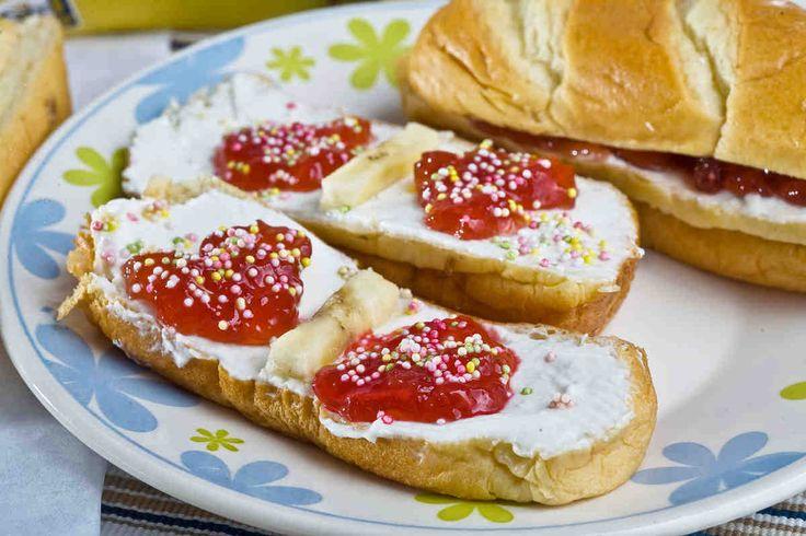 Kanapka łasucha #przepisytesco #smacznastrona #kanapki #nasłodko #banan #serek #mniam