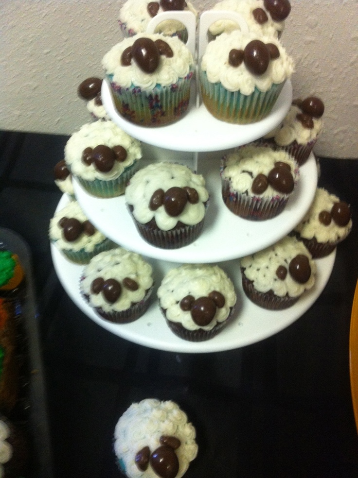 Made these sheepy sheep cupcakes with my lovelies Ashley & Jess!