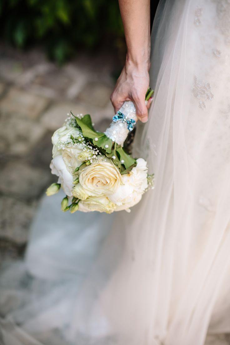 Brautstrauß in Creme - Bridal bouquet in ivory http://www.dashochzeitshaus.de/referenzen/impressionen/hochzeit-in-nuernberg-im-hirsvogelsaal/