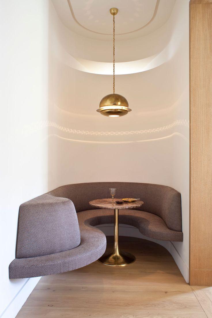 Les 25 meilleures id es de la cat gorie mobilier futuriste for Les chaises modernes