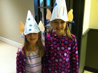 elf hats: Fairies Dust, Elf Hats, Christmas Art, Hats Projects, Dust Teaching, E Book, Elves, Art Projects, Kindergarten Blog