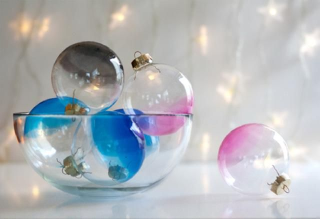 10 Festive DIY Christmas Decorations: DIY Ombre Glass Ornaments