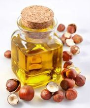 1.Almakadimia oil or nut oil (Protection Factor: 6) : Almakadimia oil contains many of the elements needed by the skin such as phosphorus , potassium , vitamin E , which works to nourish the skin also contains cinnamic acid (Cinnamic acid) , which gives it the properties of a contrary to the sun rays.