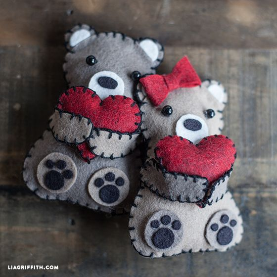 DIY Valentine's Day bears Make these adorable felt bears for your Valentine. Pattern and tutorial included