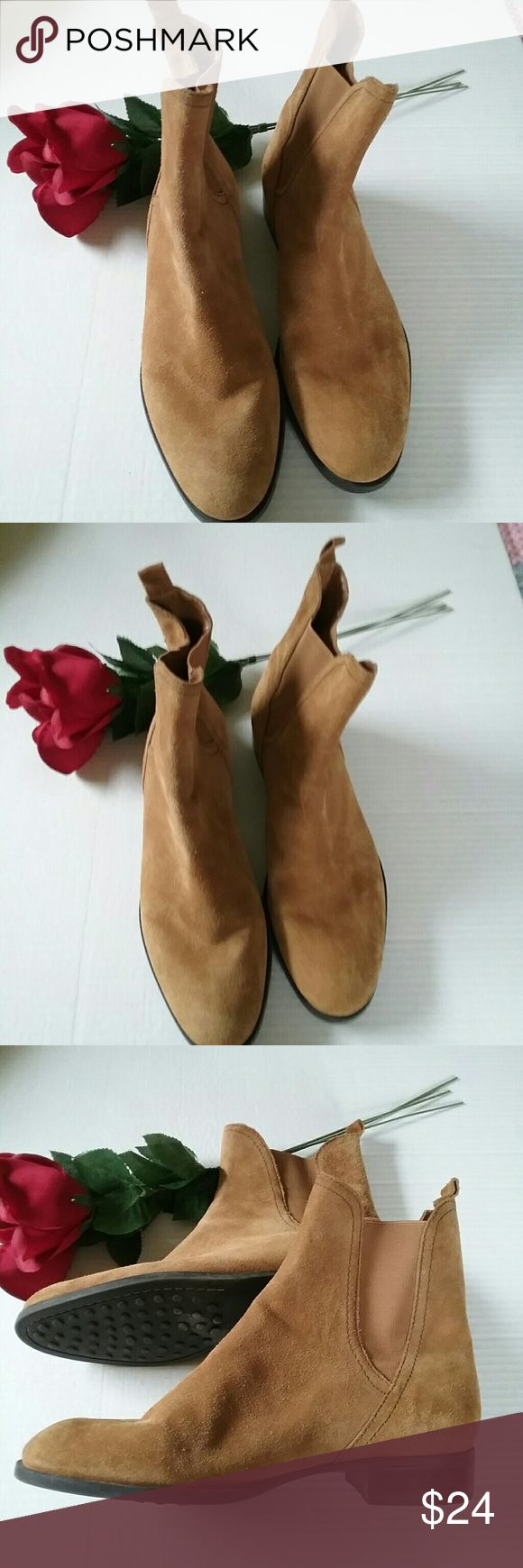 Antonio Melani 10M Light Tan Suede Booties Boots Antonio Melani Size 10M Lt Brown or Tan Suede Bootis. They are in like new condition. ANTONIO MELANI Shoes Ankle Boots & Booties