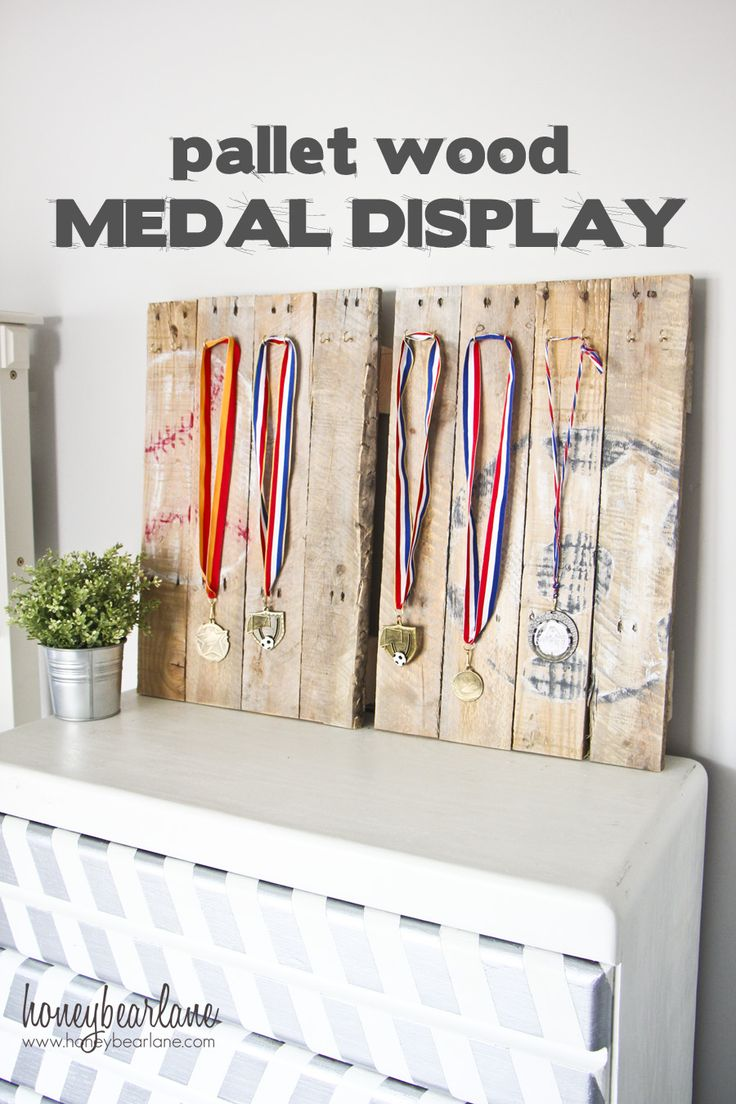 pallet wood medal display