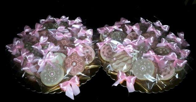 Biscotti decorati con glassa e pizzo di zucchero