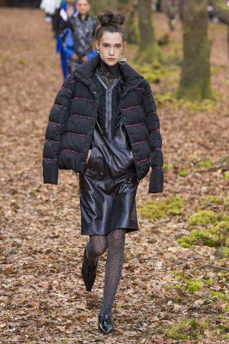 af820680edcc Chanel, Autunno Inverno 2018, Parigi, Womenswear   Leslie. De Lux ...