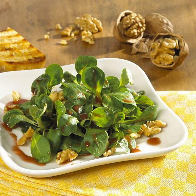 Best Frisches Salat Rezept Feldsalat mit Granatapfel Walnuss Dressing F r einen fruchtig Feldsalat Mit GranatapfelWalnussWohnen Und GartenSalat