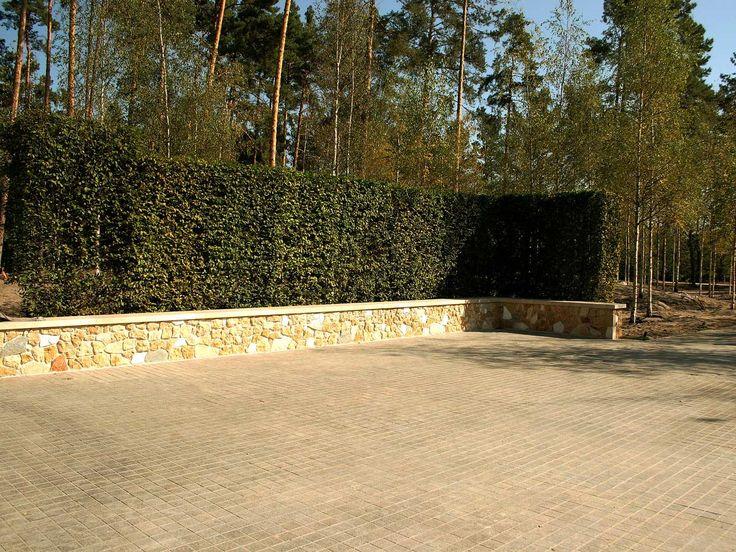 Декорирование-подпорных-стен-миксом-кварцита,-песчанника-и-сланца.