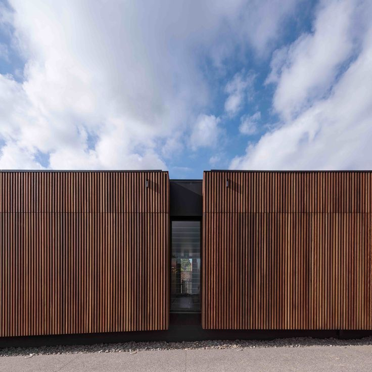 Wallan Veterinary Hospital  / Crosshatch