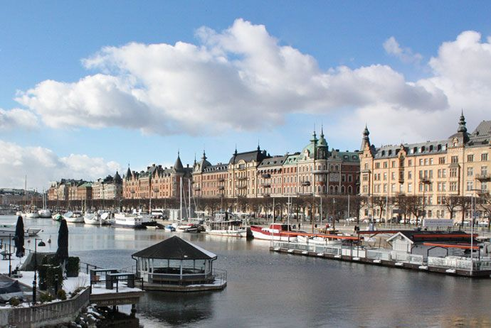 Our itinerary will show you how to spend two days in Stockholm on a super-tight budget of £80, including accommodation, food and transport. Jump in!