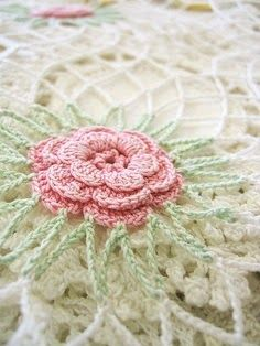 Crochet rose. No pattern,but should be easy to follow.