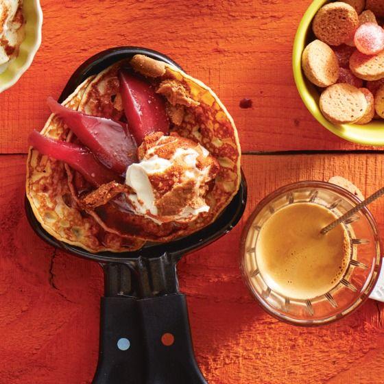 Versier de pannenkoekjes met stoofpeertjes en een lepel kaneelmascarpone. #dessert #banaan #JumboSupermarkten