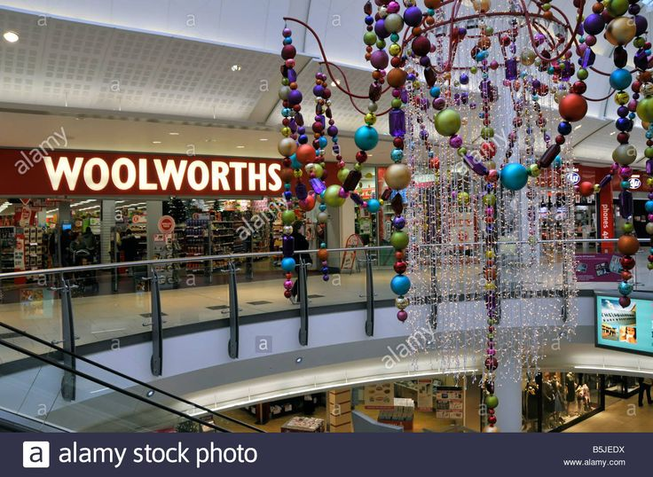 Download this stock image: Woolworths store entrance in Lakeside West Thurrock shopping mall at Christmas time - B5JEDX from Alamy's library of millions of high resolution stock photos, illustrations and vectors.