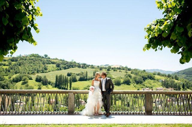 Deze bruiloft in Italië is echt geweldig! Een mooi bruidspaar en heel veel romantische momenten die prachtige foto's opgeleverd hebben!