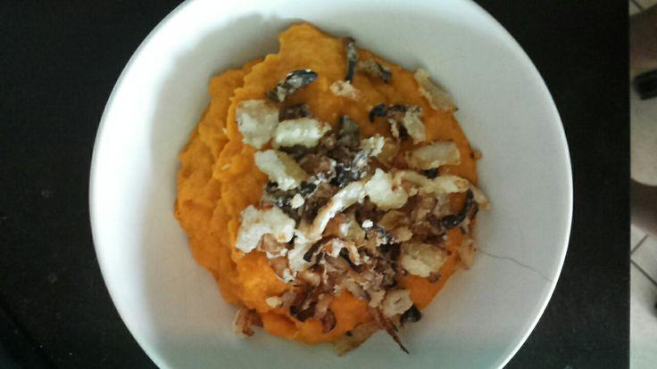 Crema di carote con cipolle fritte (farinate con amido di mais)