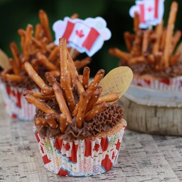 Happy 150 Birthday Canada ! Cupcakes with a beaver dam and tail.The icing on top is Chocolate Fudge Buttercream.