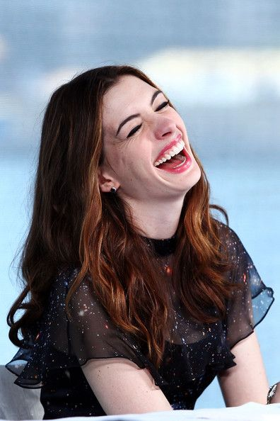 Splendid Anne Hathaway...  Voguish mode...   Hathaway has starred in dramatic films such as Havoc and Brokeback Mountain, in 2005.